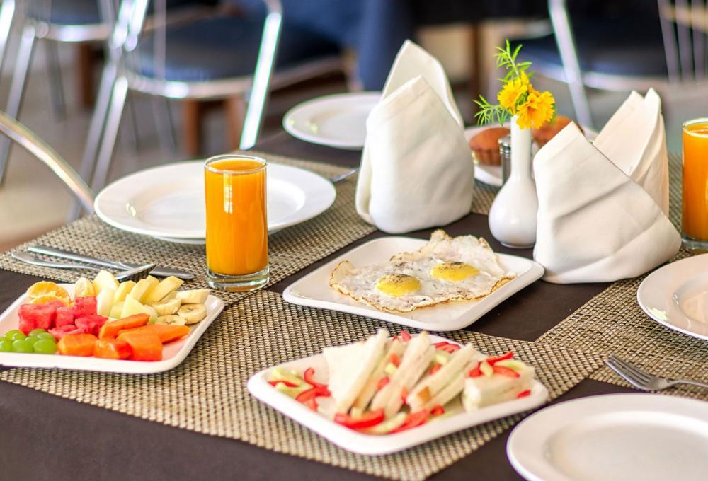 Dinning Manu Maharani Resort