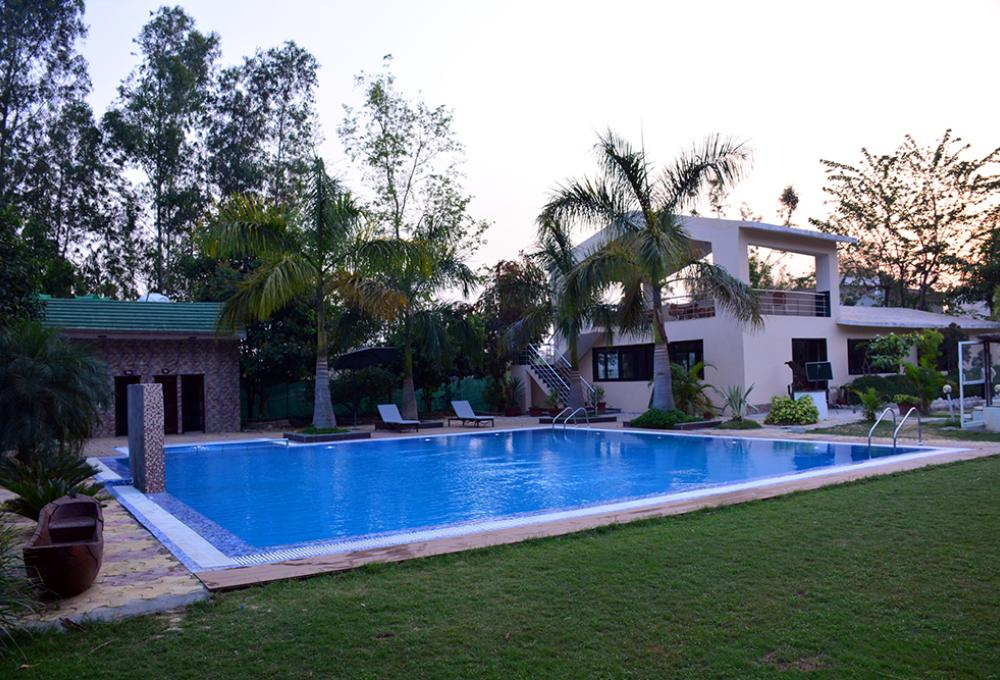 Swimming pool Clarissa resort corbett