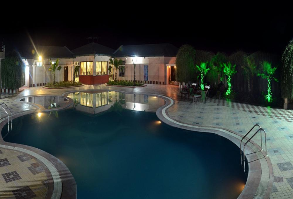 Swimming pool Gajraj Trails Resort